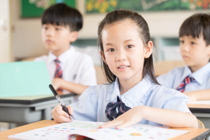 小学生从上铺掉下摔伤学校应否坦责